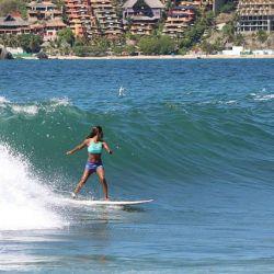 Surfista Krystal Hernandez