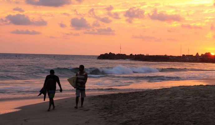 Surfistas Escolleras