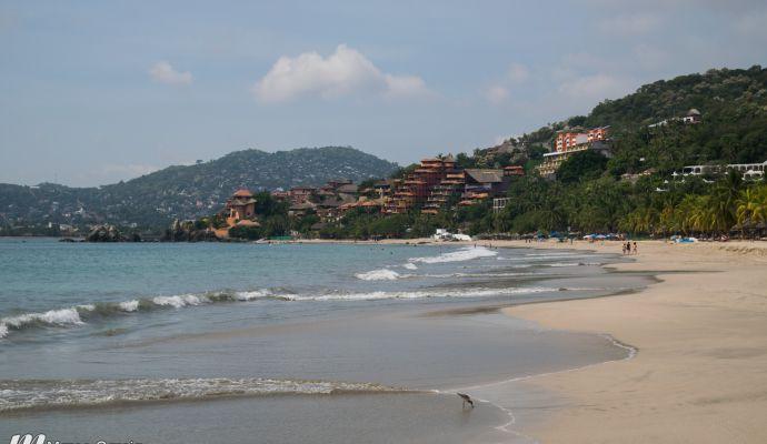 Caminando Por Playa La Ropa Zihuatanejo