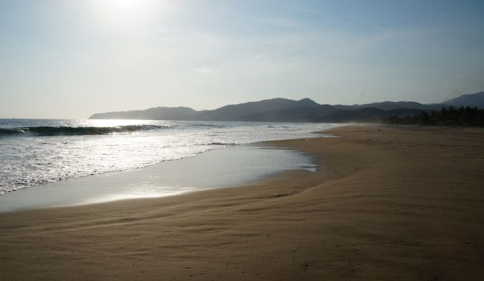 Olas Playa Larga Zihuatanejo