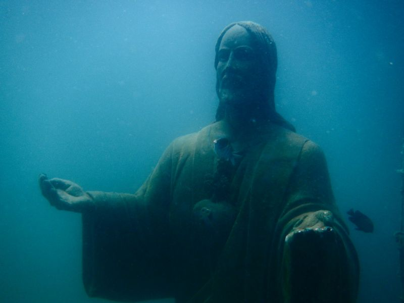 Cristo Rey sumergido en Zihuatanejo